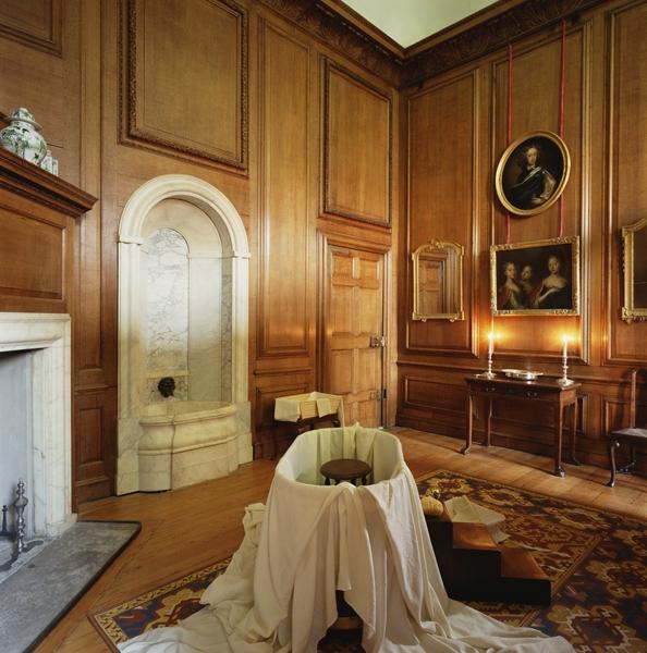 Queen's bathroom (c) Historic Royal Palaces