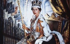 Queen Elizabeth II in Coronation Robes, photo Cecil Beaton