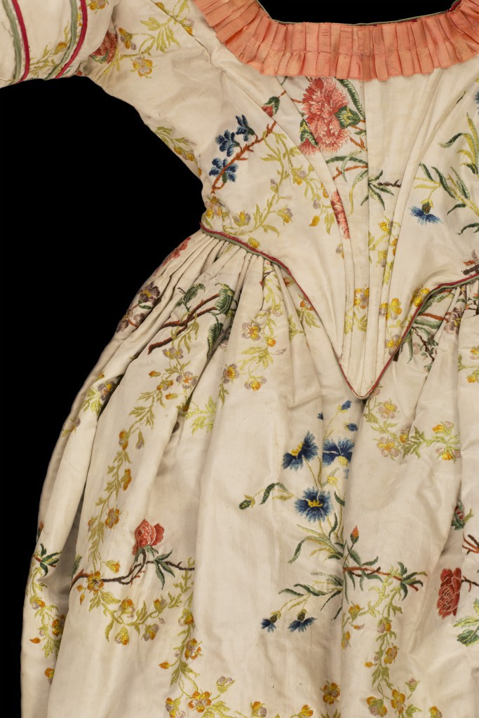 Open Robe c.1845 © Historic Royal Palaces