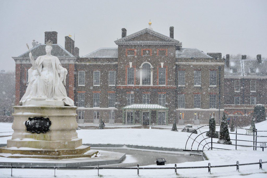 George and Caroline's palace at Kensington in the snow.  ©SWNS/Historic Royal Palaces and the Photo credit is: Casey Gutteridge.