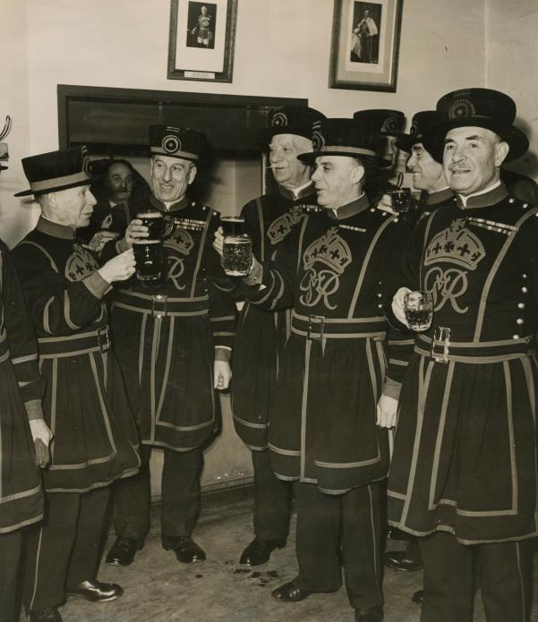 Yeoman Warders enjoying a drink in the Club c.1947 ©Historic Royal Palaces